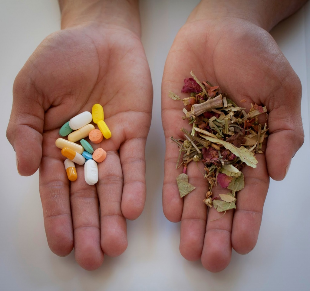 pills-or-herbs.jpg